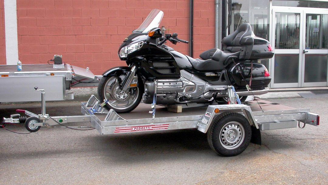 Come trasportare una moto