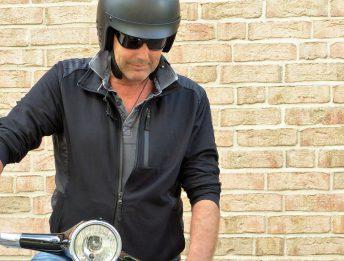 Incidente con casco non omologato