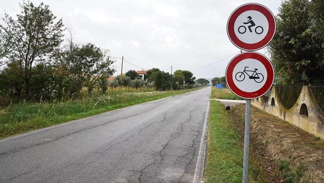 Segnali di divieto per moto e bici